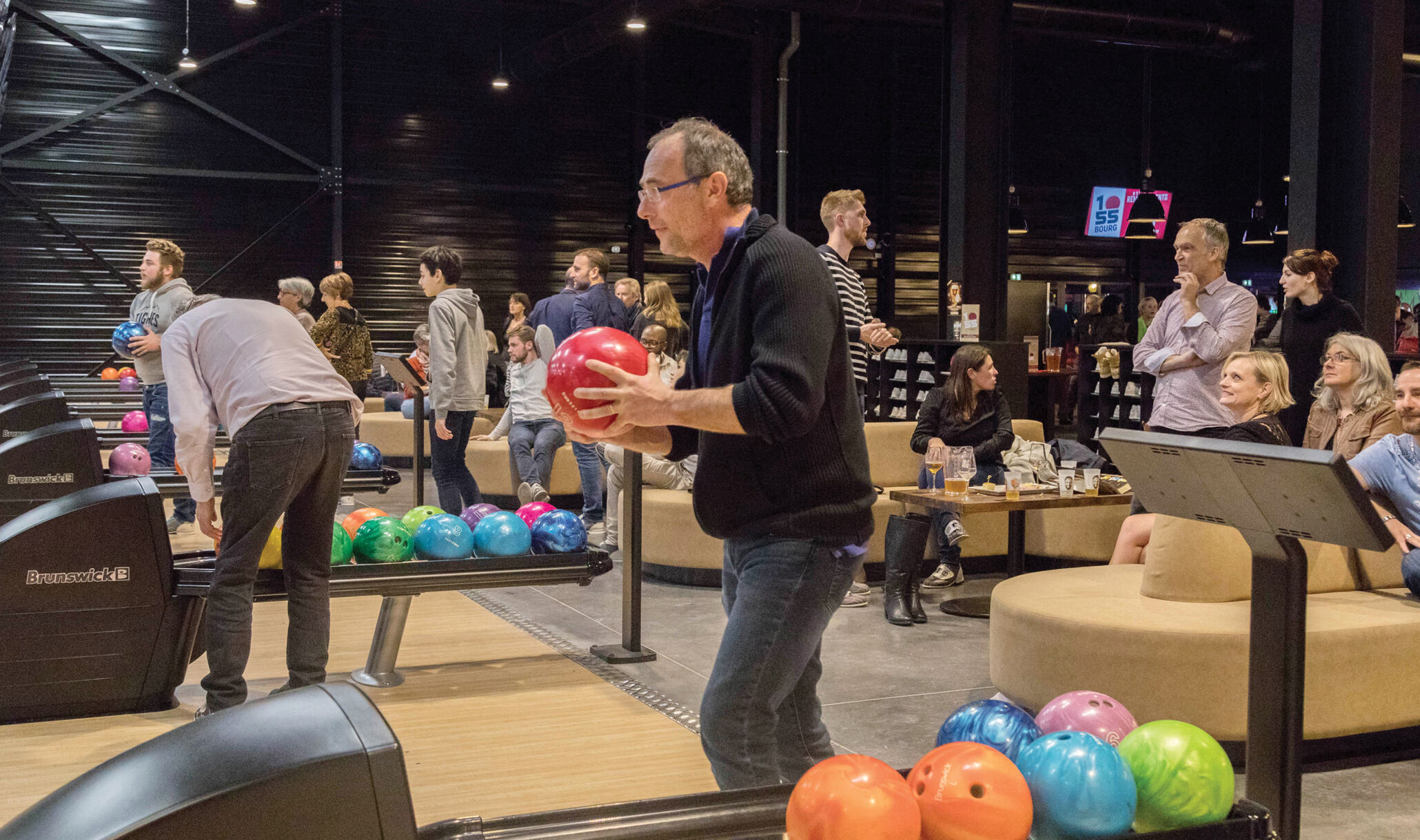 1055 Bourg, Bourg En Bresse, France - Customers Bowling-3